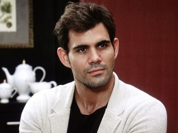 """Em """"Amor à Vida"""", Ninho pede a ajuda de Félix para tomar Paulinha de Paloma"""