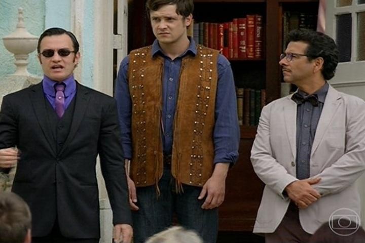 Aristóbulo (Gabriel Braga Nunes), João Gibão (Sérgio Guizé) e Cazuza (Marcos Palmeira) na reunião da praça