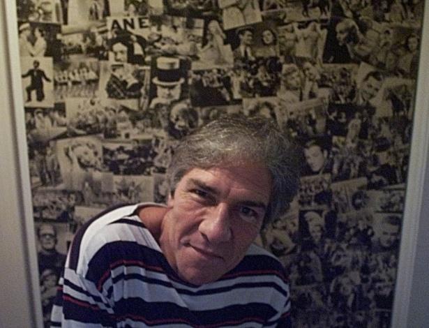 14.mar.2003 - O ator Cláudio Cavalcanti em sua residência, em Copacabana, no Rio de Janeiro