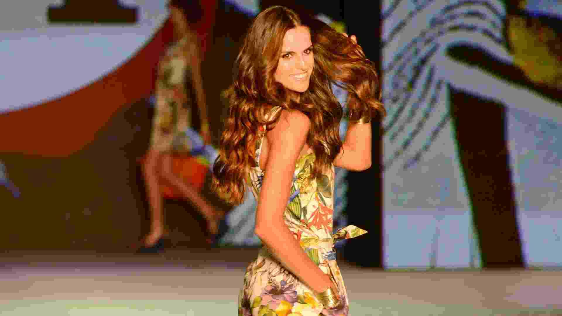 29.set.2013 - A top Izabel Goulart é a estrela do desfile Poderosas do Brasil, promovido pela C&A no Rio de Janeiro. Para a apresentação da fast fashion, foram selecionadas meninas de diferentes Estados brasileiros - Antônio Scorza/UOL