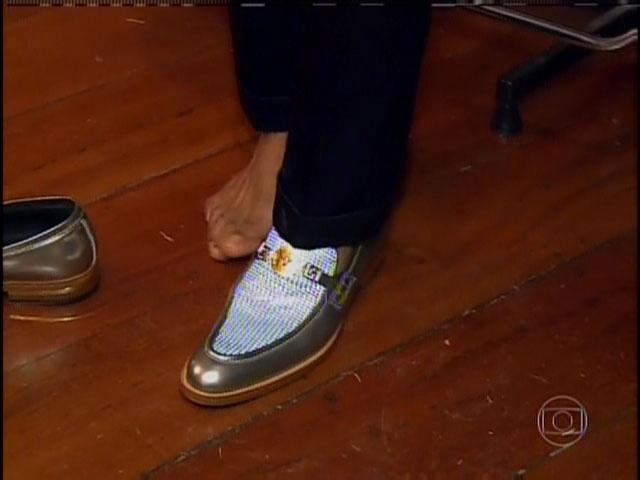 29.set.2013 - Detalhe para o sapato usado por Naldo no dia de seu casamento com Moranguinho