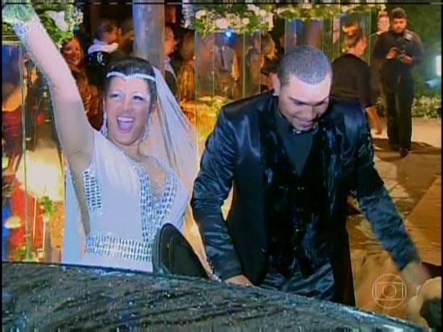 29.set.2013 - Naldo e Moranguinho falaram sobre sua cerimônia e festa de casamento no