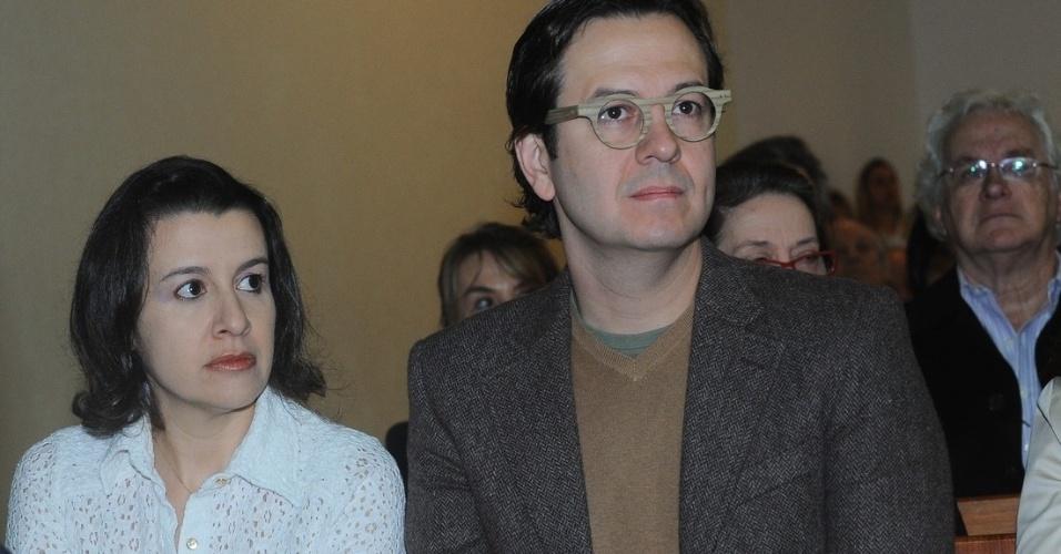 29.set.2013 - O apresentador Celso Zucatelli assiste à missa celebrada pelo padre Marcelo Rossi que marca um ano da morte de Hebe Camargo