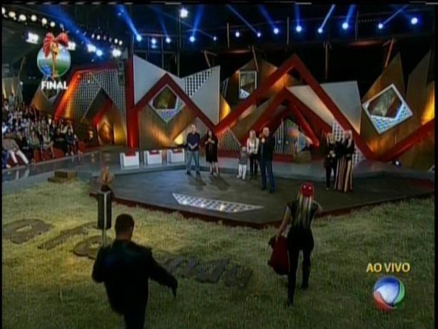 29.set.2013 - Peões se juntaram aos familiares na final de