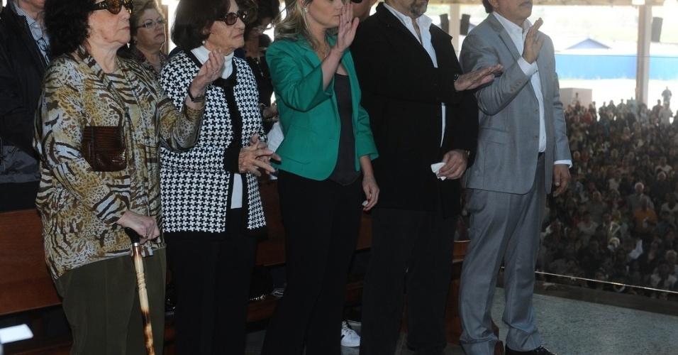 29.set.2013 - Presentes participam da missa celebrada pelo Padre Marcelo Rossi