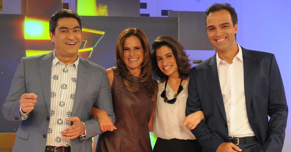 29.set.2013 - Renata Ceribelli, Tadeu Schmidt, Renata Vasconcelos e Zeca Camargo.