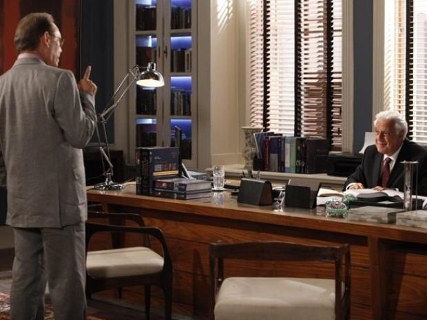 """Em """"Amor À Vida"""", Herbert revela a César que sente algo inexplicável por Gina"""