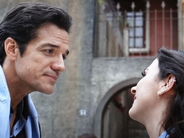 """Em """"Amor À Vida"""", Valdirene marca encontro com Ignácio e deixa Carlito com ciúme"""