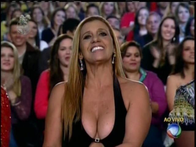 29.set.2013 - Rita Cadillac durante a final de
