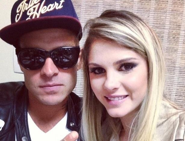 30.set.2013 - Bárbara Evans almoçou com o namorado, o modelo Mateus Verdelho .