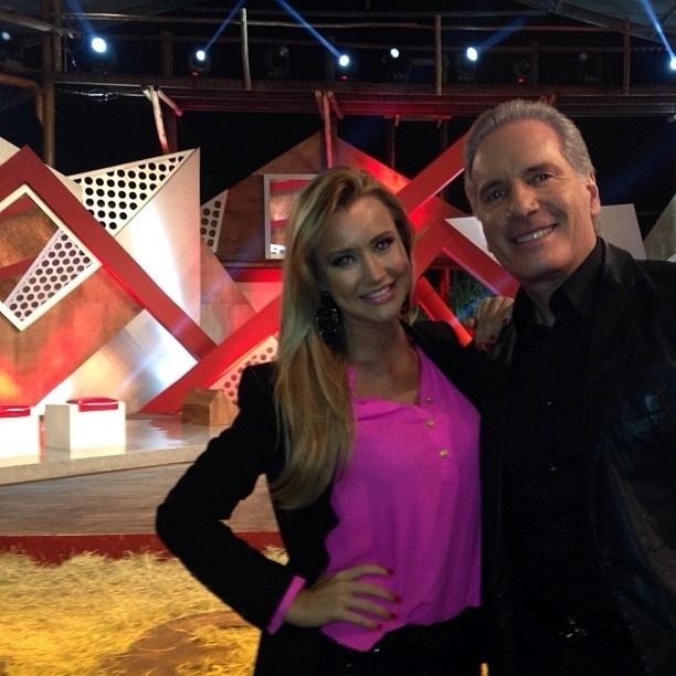 """30.set.2013- Ana Paula Siebert acompanhou o namorado Roberto Justus na final da """"Fazenda"""", na Record"""