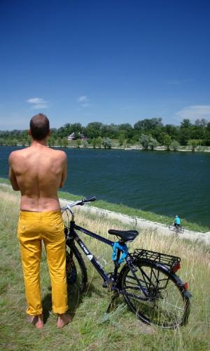 Com mais de nove mil hectares de área, o parque nacional Donau Auen abriga praias onde é possível praticar naturismo em ambientes voltados, exclusivamente, para o público gay masculino como o setor Toter Grund (na foto)