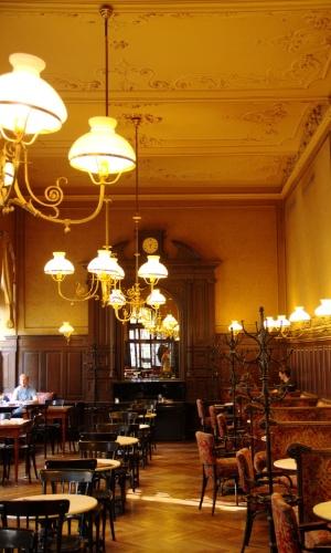 Declarada pela Unesco como Patrimônio Cultural Imaterial, a cultura do café é uma das experiências mais populares em Viena. Seja qual for o seu roteiro na cidade, os cafés são inevitáveis durante sua visita à capital austríaca como o Café Sperl (na foto)