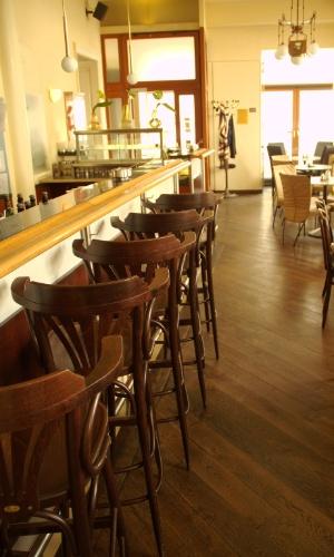 Interior do Café Berg, considerado o primeiro estabelecimento gay diurno de Viena, capital da Áustria
