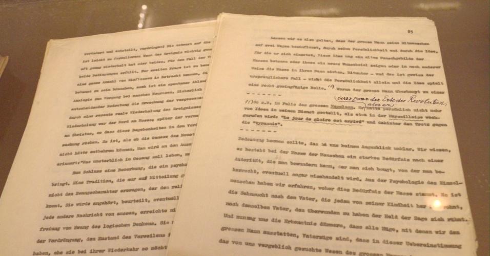 No Museu Freud, em Viena, é possível ver objetos pessoais do pai da psicanálise como as correções feitas a mão pelo próprio Freud no texto datilografado da obra 'O homem Moisés e a religião monoteísta' (foto) e um bilhete escrito pela atriz Marlene Dietrich