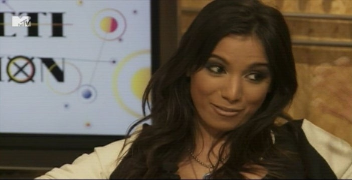 "1º.out.2013 - Anitta conta no ""Coletivation"", novo programa da MTV, que fez plástica no nariz"