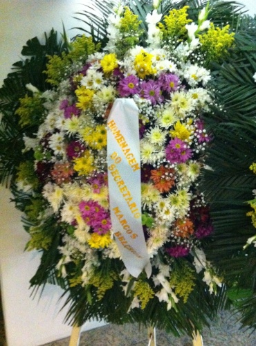 1.out.2013 - Coroa de flores enviada pelo Secretário de conservação e serviços públicos da Prefeitura do Rio de Janeiro, Marcos Belchior