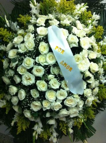 1.out.2013 - Coroa de flores no velório do ator Claudio Cavalcanti no Memorial do Carmo, no Rio