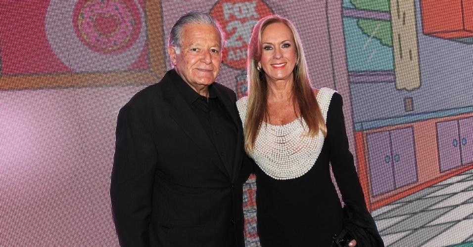 1.out.2013 - Helô Pinheiro com o marido Fernando Pinheiro na festa de comemoração dos 20 anos do canal Fox no Brasil. O evento aconteceu em uma casa noturna de São Paulo