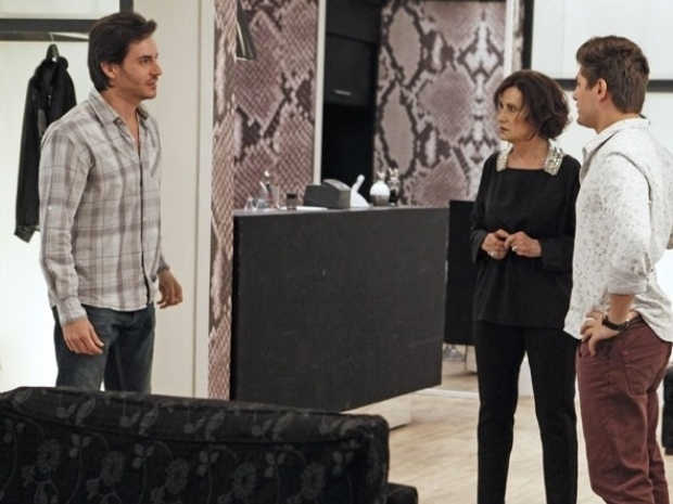 """Em """"Amor à Vida"""", Rogério e Natasha enganam Thales"""