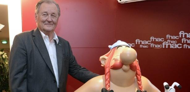 O cartunista Albert Uderzo, coautor de Asterix, durante apresentação de nova HQ do personagem - AFP