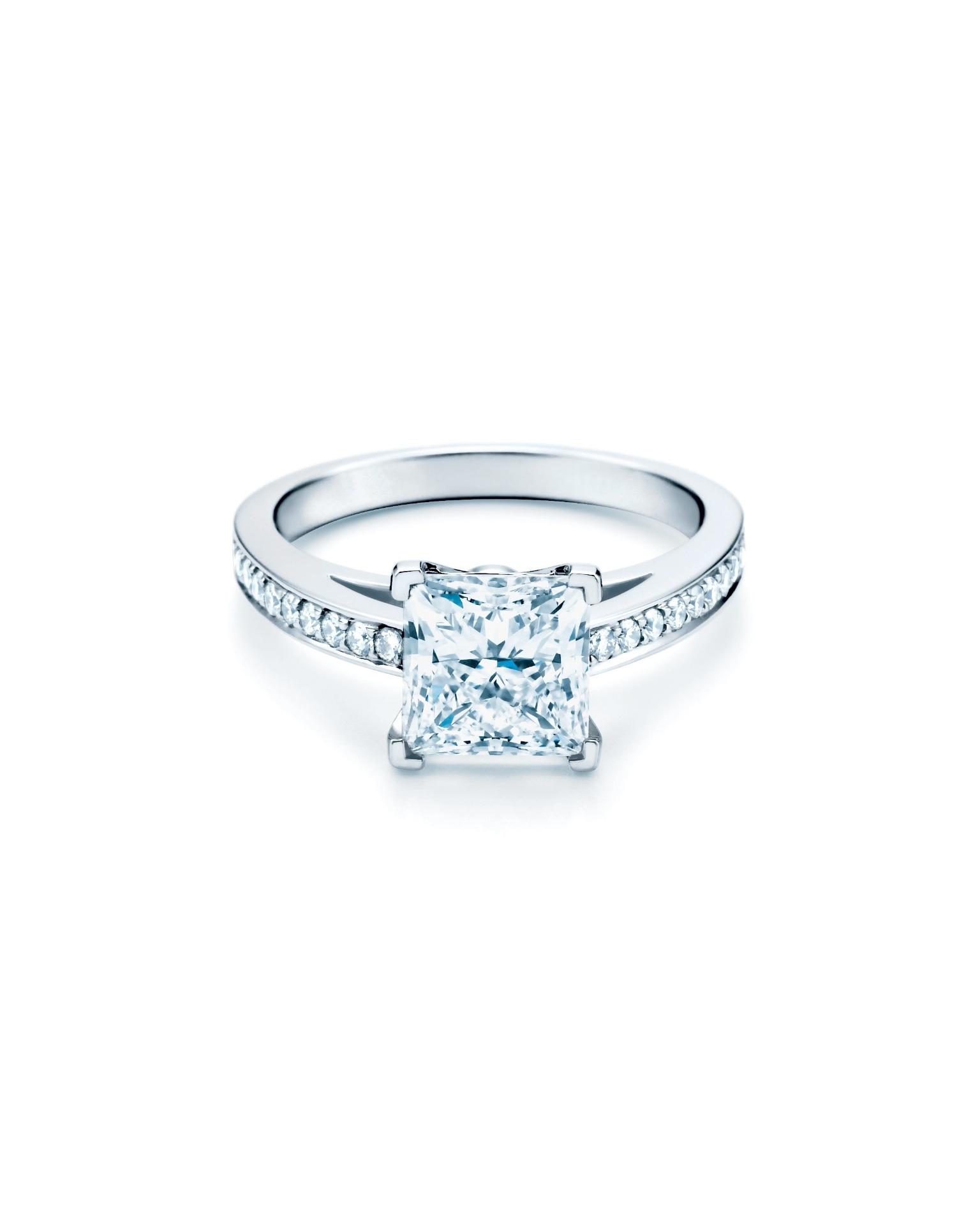 Anel de noivado Tiffany Grace; da Tiffany (www.tiffany.com), a partir de R$ 14.200. Preço e disponibilidade pesquisados em novembro de 2013 e sujeitos a alteração
