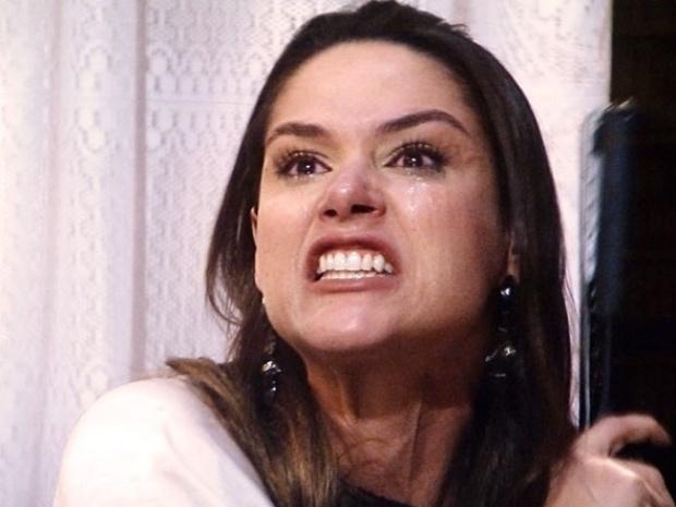 """Em """"Amor à Vida"""", furiosa, Leila apaga livro de Thales sobre Nicole"""