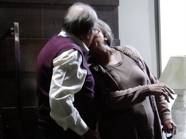 """Em """"Amor à Vida"""", Lutero e Bernarda se beijam"""