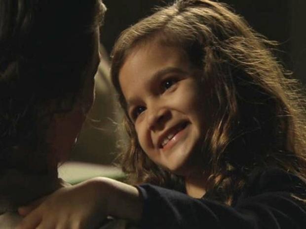 """Em """"Joia Rara"""", com dez anos, Pérola visita mãe na prisão"""