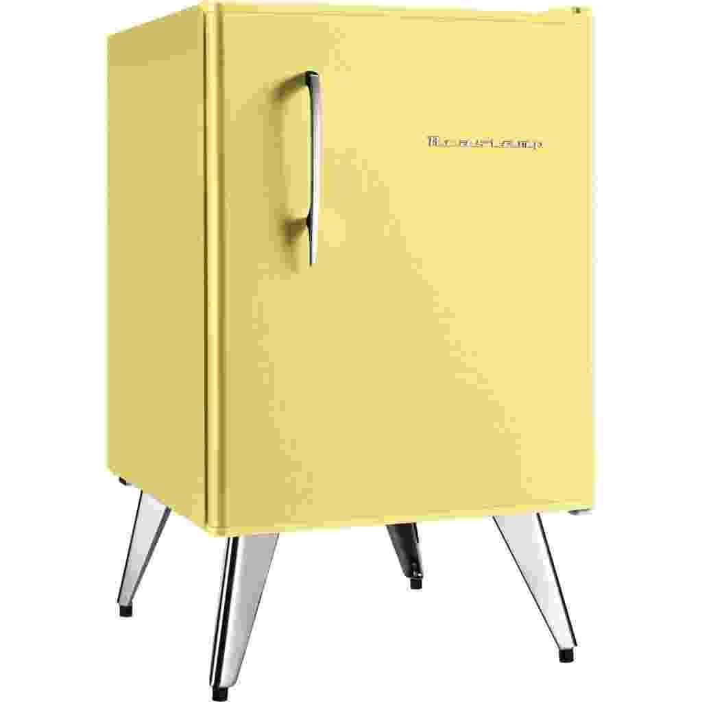 O frigobar Brastemp tem design inspirado nos anos 1950 e pés-palitos cromados. O equipamento dispõe de porta-lata, separador de garrafas, congelador e gaveta multiuso. Com capacidade para 76 litros, está à venda por R$ 806,55, no Submarino (www.submarino.com.br) - Divulgação