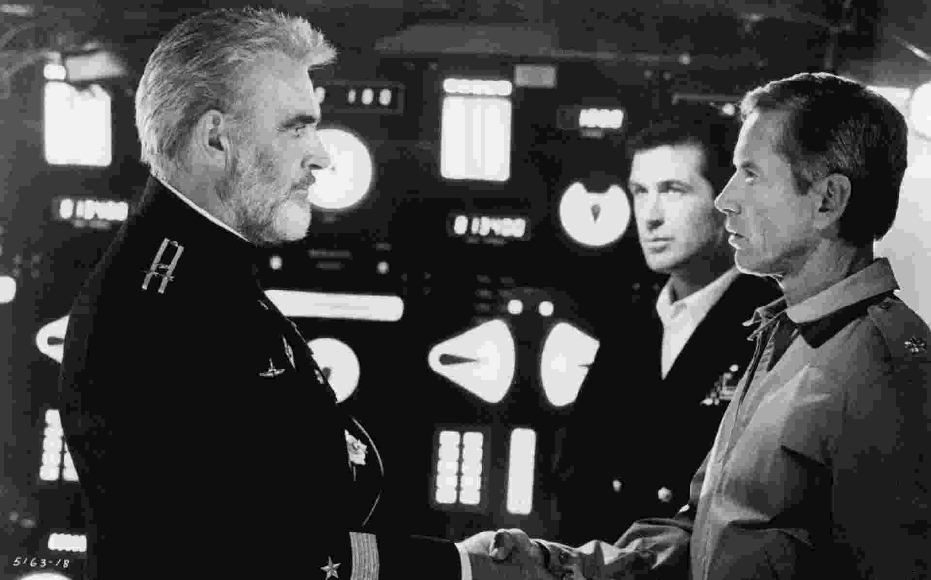 """Sean Connery, Alec Baldwin e Scott Glenn em """"Caçada ao Outubro Vermelho"""" (1990), dirigido po John McTiernan - Divulgação"""