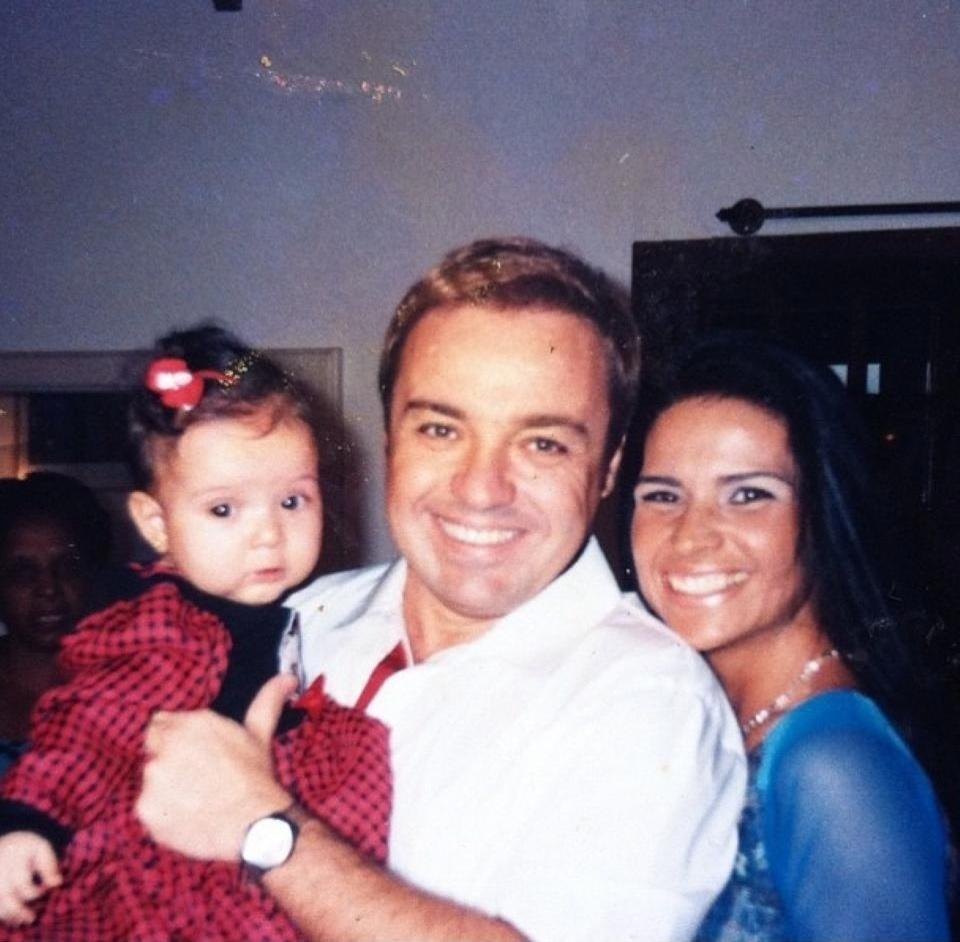 2001 - O registro de uma das visitas que Gugu Liberato fez para a pequena Stephanie, filha de Solange Gomes com o pagodeiro Waguinho