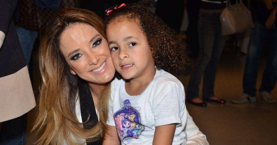 3.out.2013 - A apresentadora Ticiane Pinheiro é uma das madrinhas em evento da GRAACC (Grupo de Apoio ao Adolescente e à Criança com Câncer) com a Hasbro, que terá a exibição especial do filme