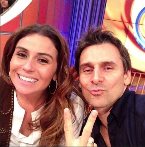 """3.out.2013- Murilo Rosa faz biquinho ao lado de Giovanna Antonelli nos bastidores do """"Caldeirão do Huck"""""""