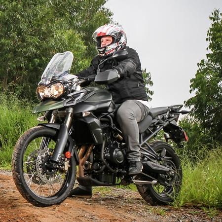 Agora é permitido levantar a viseira do capacete enquanto a moto estiver parada - Carplace
