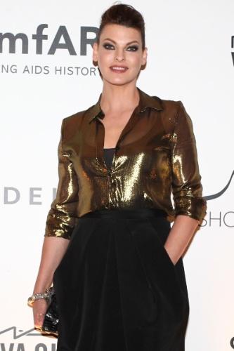 4.out.2013 - A top model Linda Evangelista prestigia o baile de gala organizado pela amfAR no hotel Copacabana Palace, no Rio