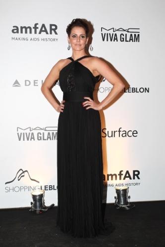 4.out.2013 - Deborah Secco marca presença do baile da amfAR