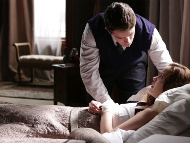 """Em """"Joia Rara"""", Silvia coloca Viktor contra Franz e faz os dois discutirem"""
