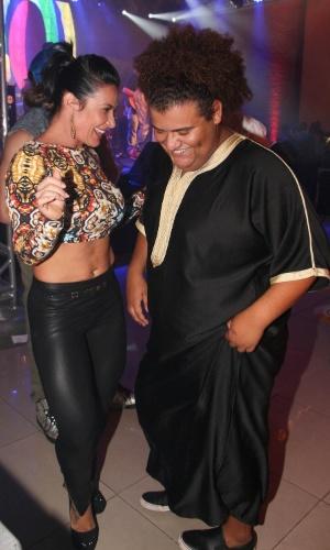 05.out.2013 - Scheila Carvalho e Gominho curtem festa de aniversário do empresário Paulinho Niyama em casa noturna de São Paulo