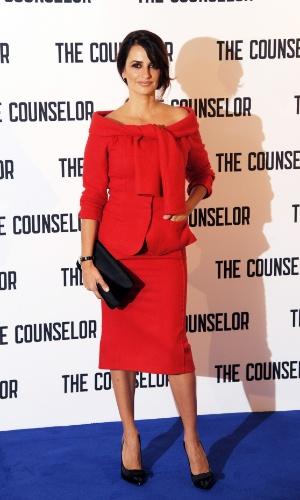 """5.out.2013 - Apenas dois meses após dar a luz ao segundo filho, Penélope Cruz apareceu em plena forma no lançamento do filme """"The Counselor"""", neste sábado, em Londres"""