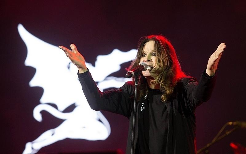 4.out.2013 - Com Ozzy Osbourne (vocal), Tony Iommi (guitarra) e Geezer Butler (baixo), a banda Black Sabbath fez o primeiro show da turnê