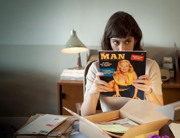"""Lizzy Caplan em cena da série """"Masters of Sex"""", produção da HBO"""
