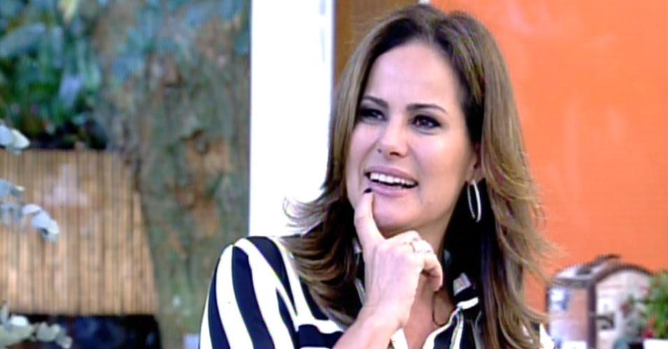 7.ou.2013 - Renata Ceribelli é entrevistada no