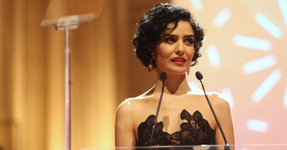 7.out.2013 - A atriz Letícia Sabatella prestigia a festa da 18ª edição do Prêmio Claudia, em São Paulo. A premiação destaca mulheres que são exemplos de talento, inovação e competência