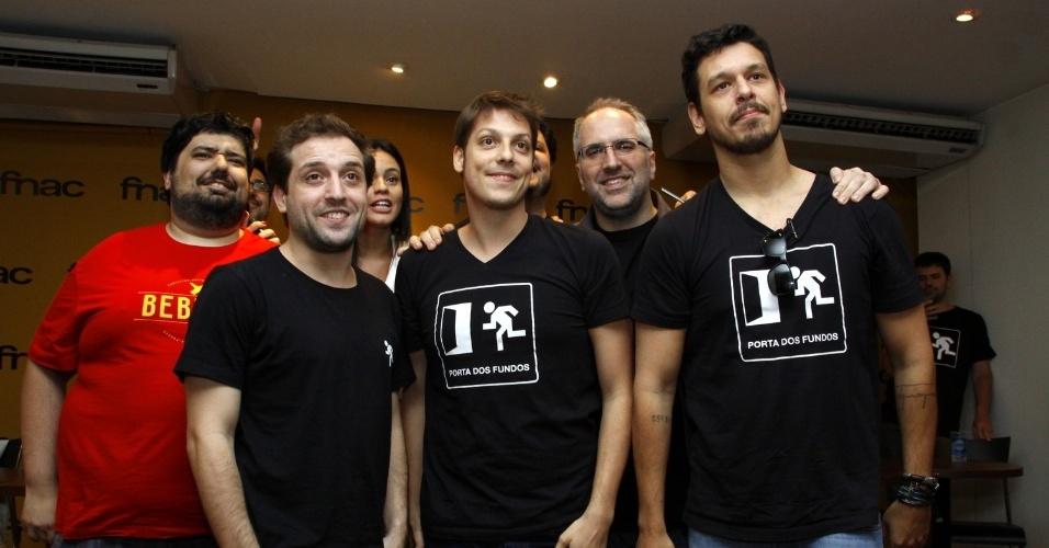 8.out.2013 - Humoristas do Porta dos Fundos lançam livro na FNAC, na Barra da Tijuca, na Zona Oeste do Rio