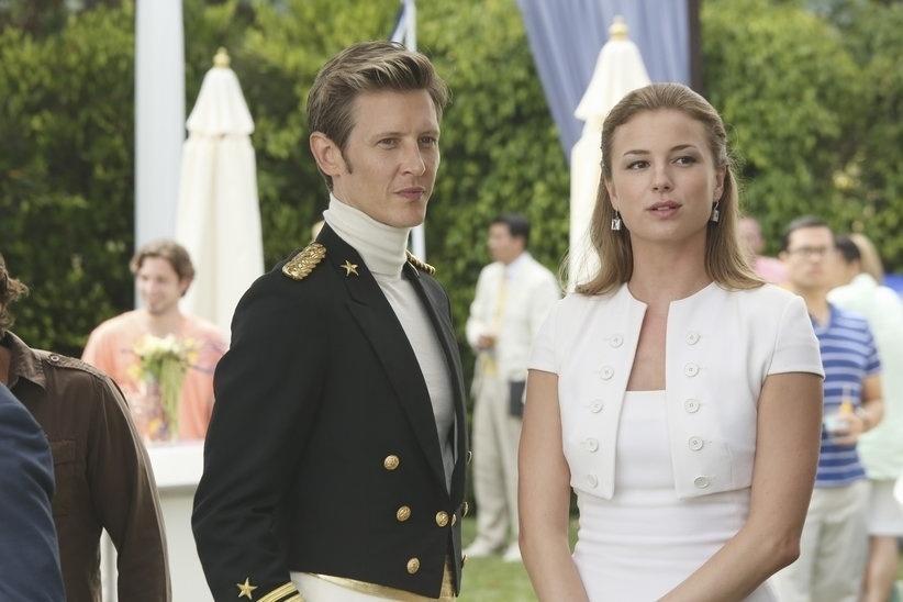 """Amigos, Nolan Ross (Gabriel Mann) e Emily Thorne (Emily VanCamp) mantem a parceria no plano de vingança da jovem na terceira temporada de """"Revenge"""""""