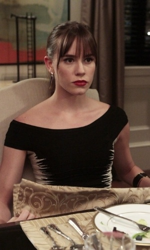 """Charlotte Clarke (Christa B. Allen) retorna à terceira temporada de """"Revenge"""""""