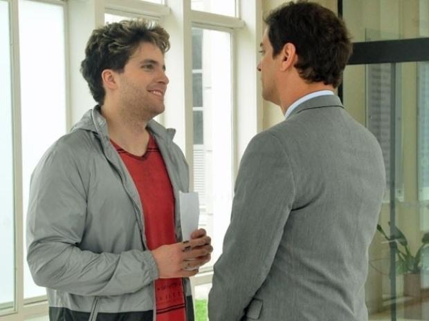 """Em """"Amor à Vida"""", Niko convence Eron a adotar um menino"""