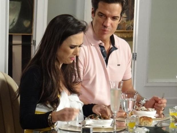 """Em """"Amor à Vida"""", Valdirene não consegue comer escargot e chora ao ver hot dog"""