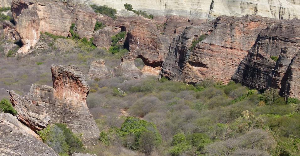 Mirante oferece visão para a Pedra Furada, o principal cartão-postal do Parque Nacional Serra da Capivara